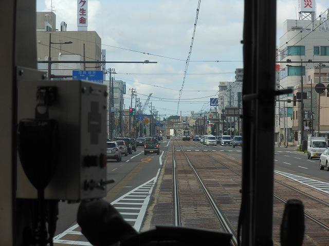 福井市内を行く
