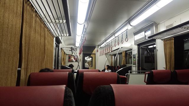 京阪8000系車内