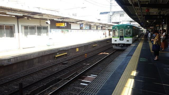 古い車両(京阪1000系)の入線