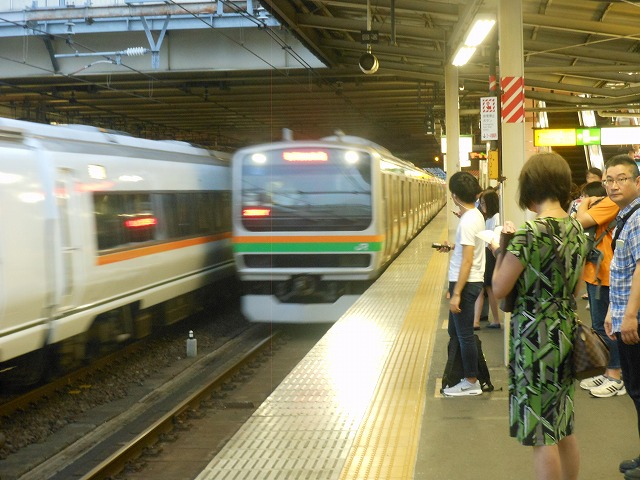大宮に進入する湘南新宿ライン