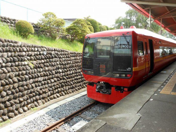 東武日光にたたずむJR車