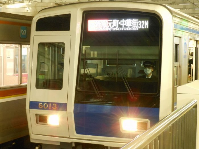 東急線内を走る西武車(菊名、2017年1月)