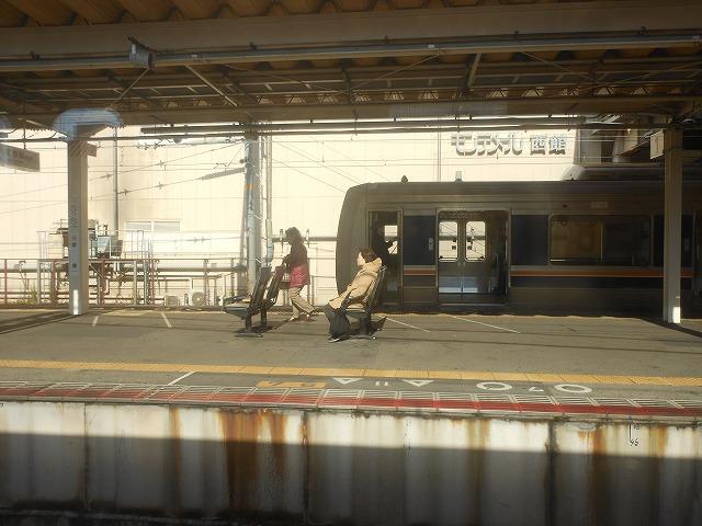 芦屋で普通電車とすれ違う