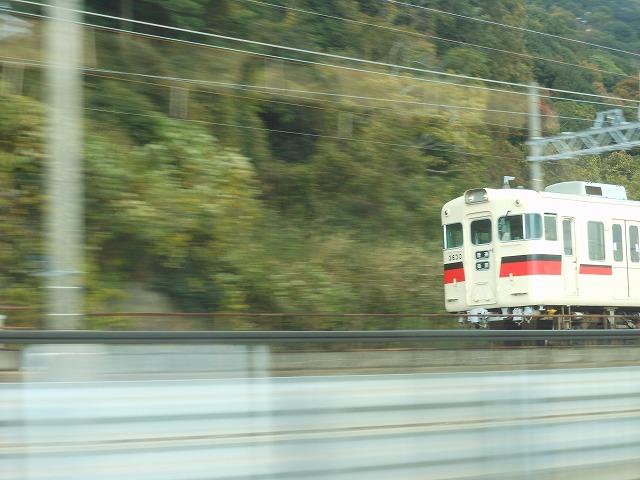 山陽電車を追い抜く