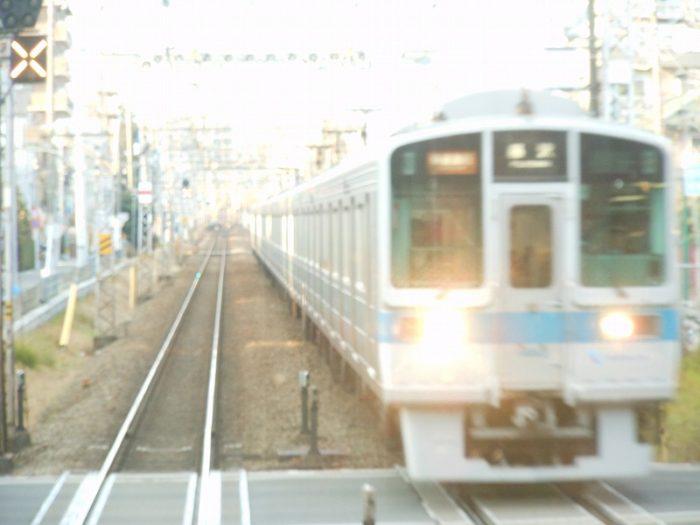 江ノ島線内で快速急行とすれ違う
