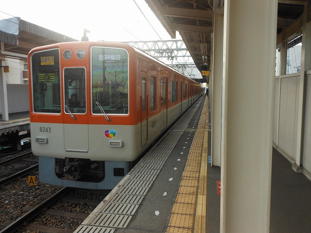 魚崎に到着する阪神8000系