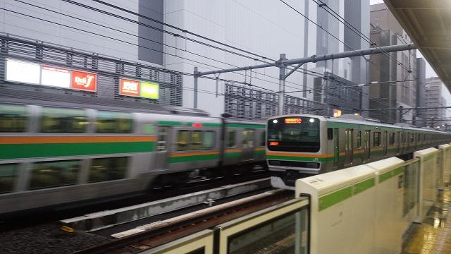 すれ違う湘南新宿ライン