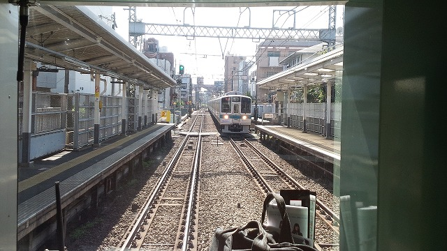 急行とすれ違う(南新宿)