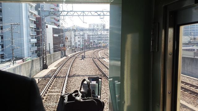 登戸を発車。下り線は急行線と緩行線の区別はない