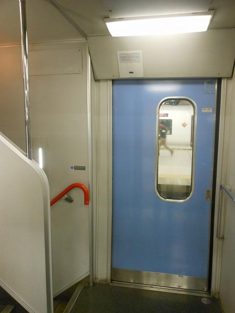 215系の乗降扉部分