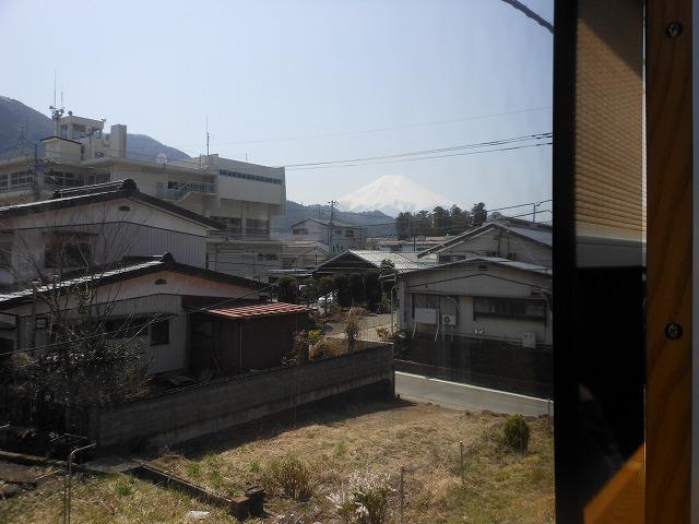 ちらりと富士山が見える