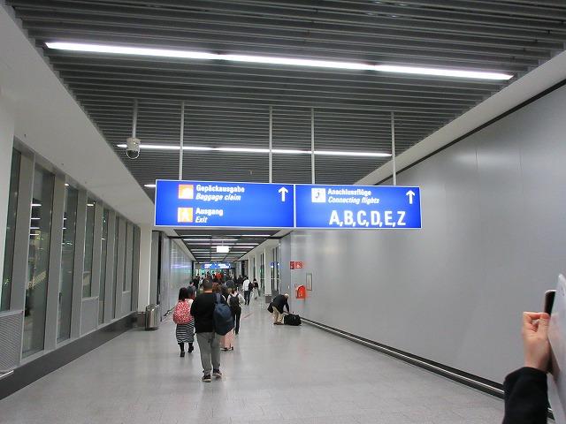 フランクフルト国際空港の通路