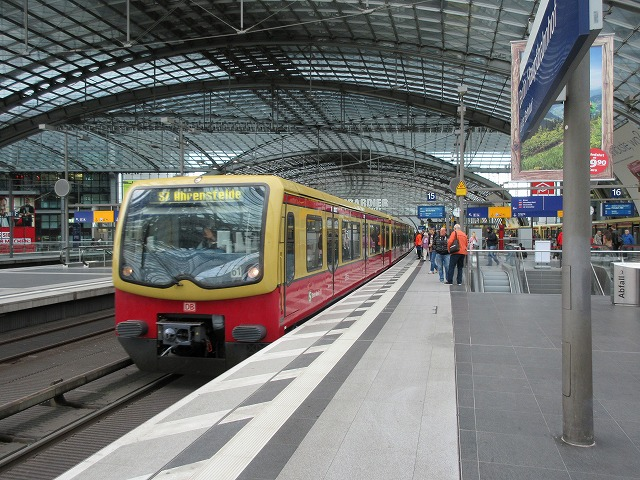 ベルリン中央駅に停車中のSバーン