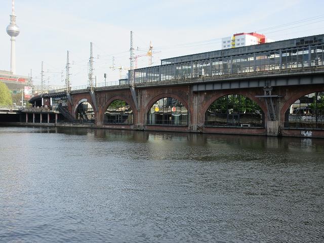 ヤノビッツ橋駅付近の高架橋
