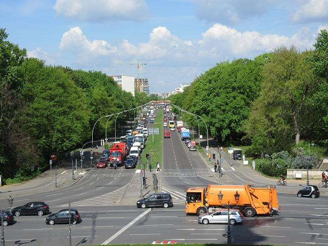 塔の中腹からベルリン市街線を眺める
