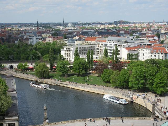 ベルリン大聖堂から確認した遊覧船