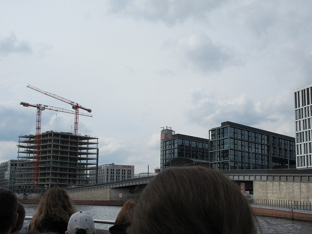 ベルリン中央駅周辺の発展する街