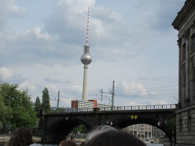 テレビ塔が目に入る