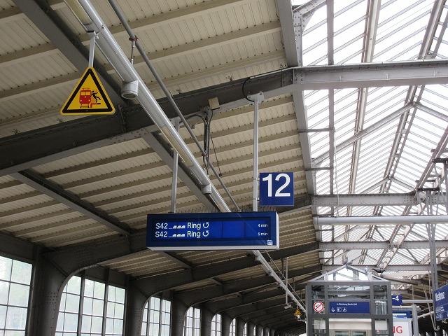 ヴェストクロイツ駅の発車案内
