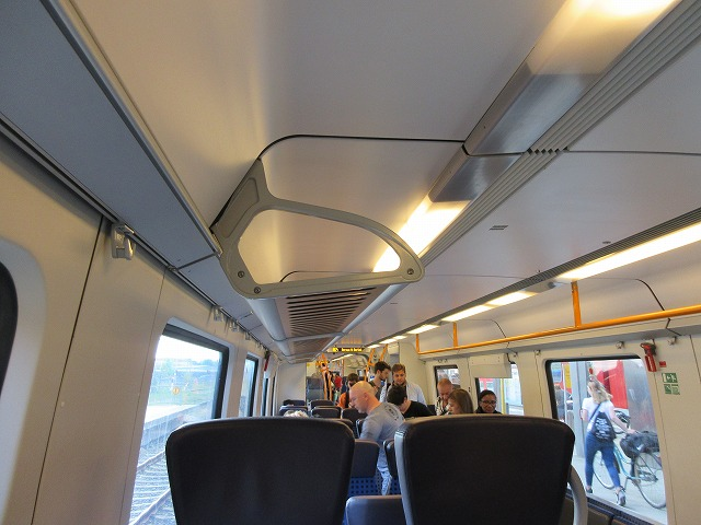 RB24系統の電車(車内)