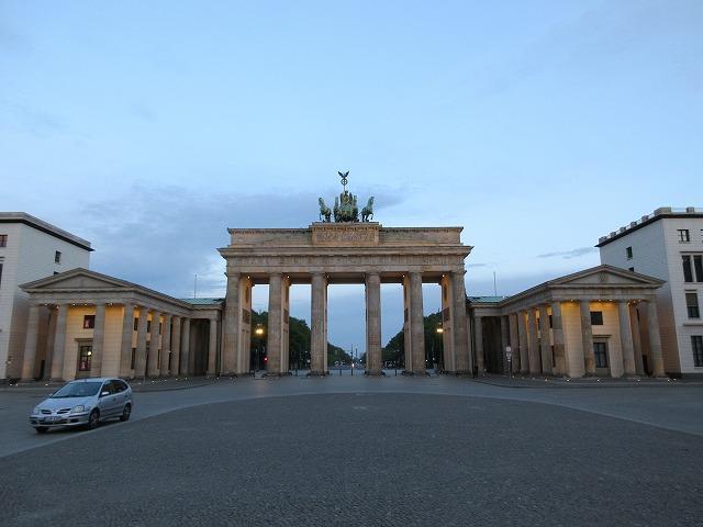 正面からブランデンブルク門を眺める(全体)
