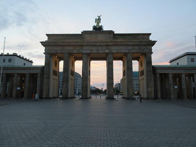 裏側からブランデンブルク門を眺める