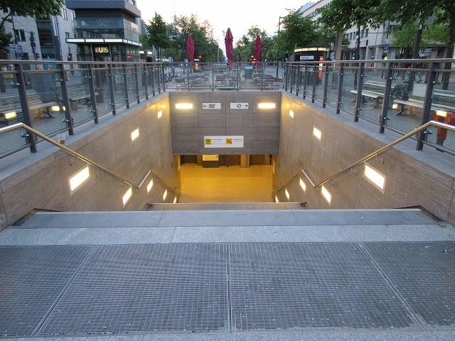 ブランデンブルク門駅への入口