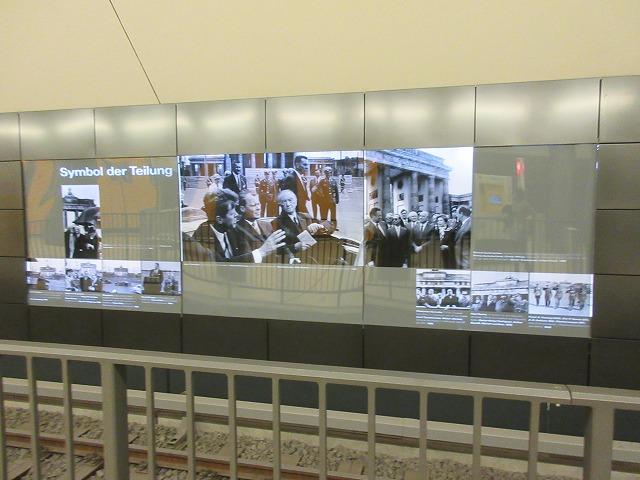 ブランデンブルク門駅構内
