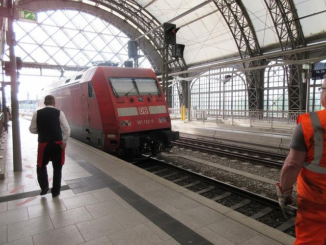 ドイツの機関車が離れていく