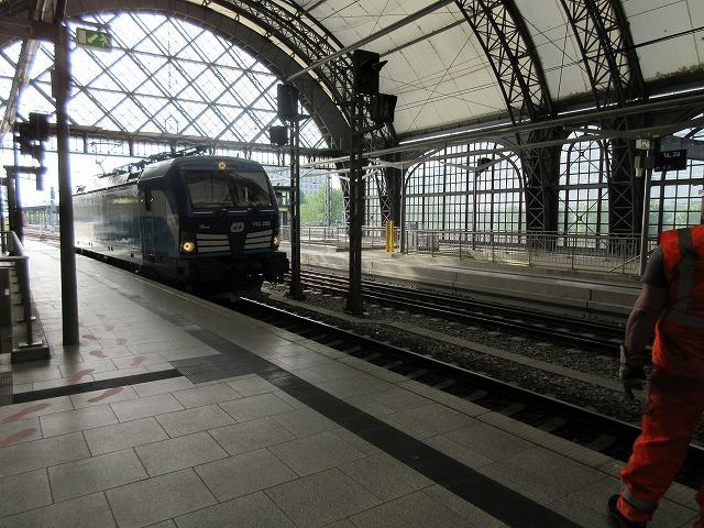 チェコの機関車が近づいた