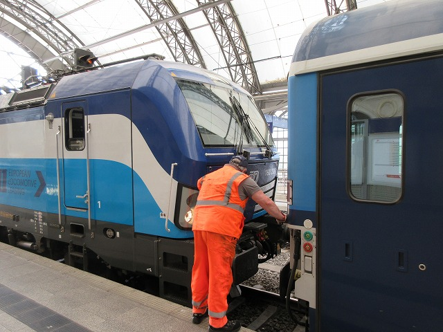 チェコの機関車連結だ!