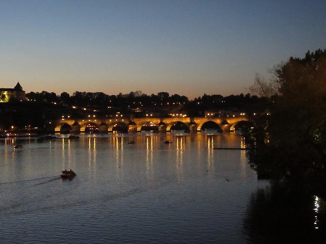 ライトアップが美しいカレル橋