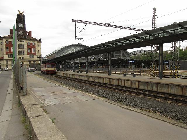 プラハ本駅の近くから見る