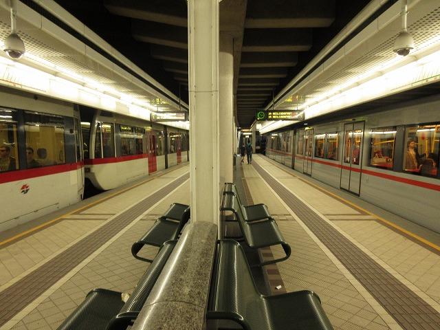 ウィーンのUバーン(地下鉄)に乗...