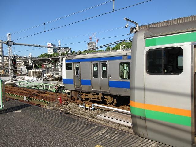 ラッシュ前半に走る常磐線と上野東京ラインのすれ違い