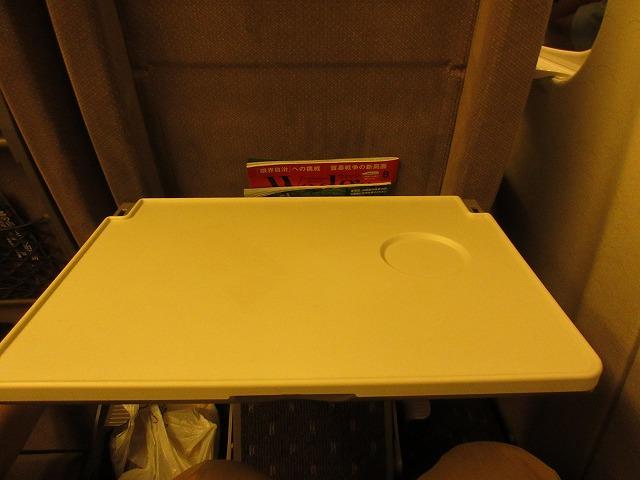 N700系のぞみグリーン車のテーブル