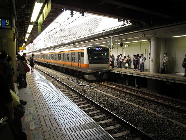 中央線快速E233系(新宿)