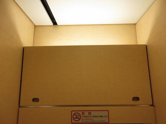 E353系車内:トイレ
