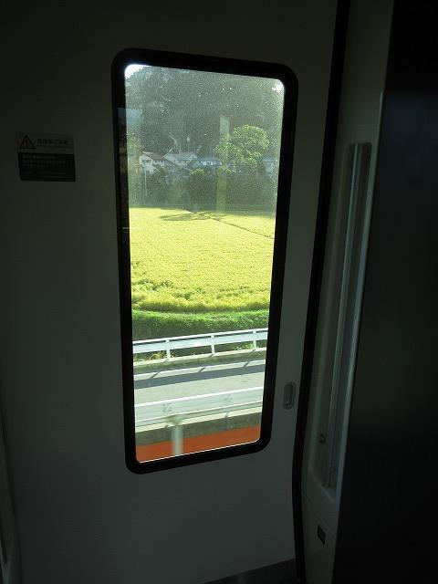 E353系車内:デッキ部分