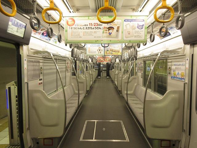 9000系リニューアル車:ロングシート部分