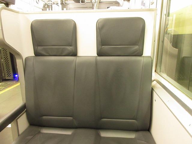 9000系リニューアル車:ボックス座席拡大