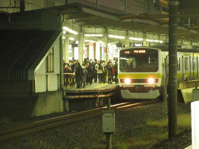 錦糸町に到着する各駅停車(209系500番台)