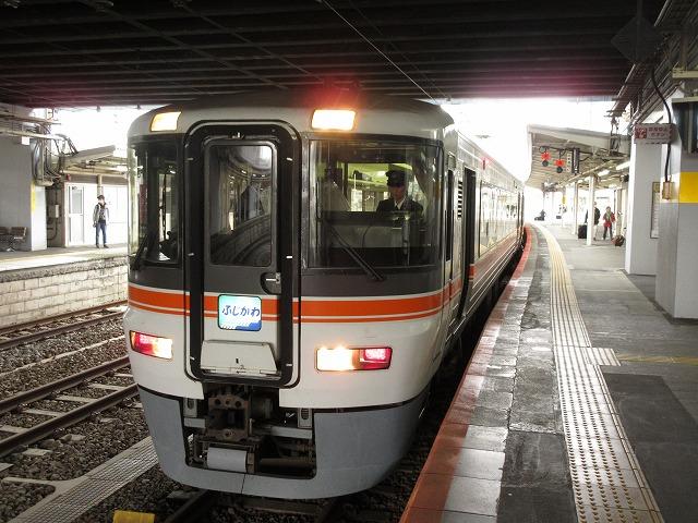 富士に停車中の373系