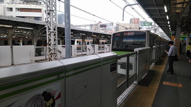 神田に到着するE231系山手線