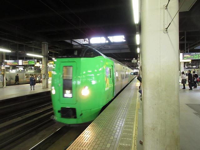 札幌に停車中の789系ライラック