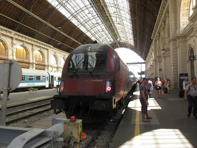 ブダペスト東駅に到着したレイルジェット