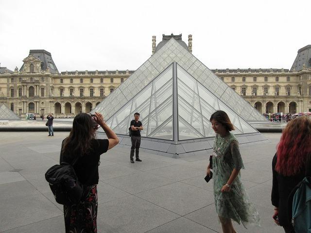 ルーブル美術館のガラスピラミッド