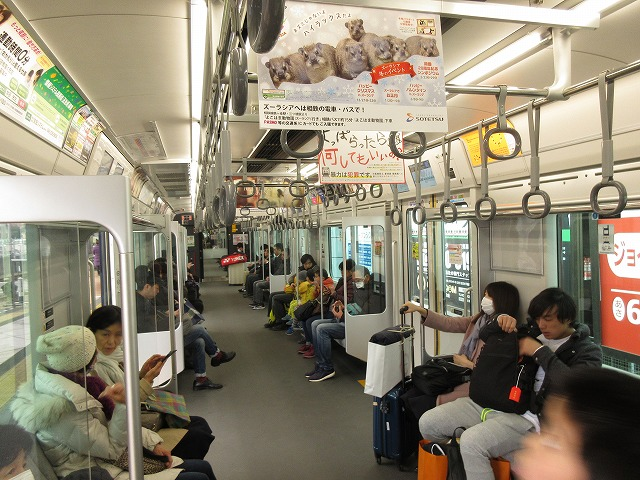 特急新宿行きの車内(二俣川、12000系)