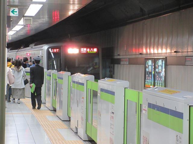都営新宿線新宿駅と10-300系