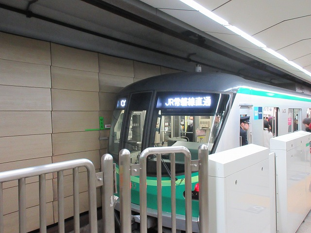 千代田線16000系後期車(大手町)